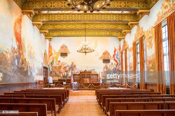 sala de mural en el palacio de justicia de condado de santa barbara en santa barbara california - santa barbara california fotografías e imágenes de stock