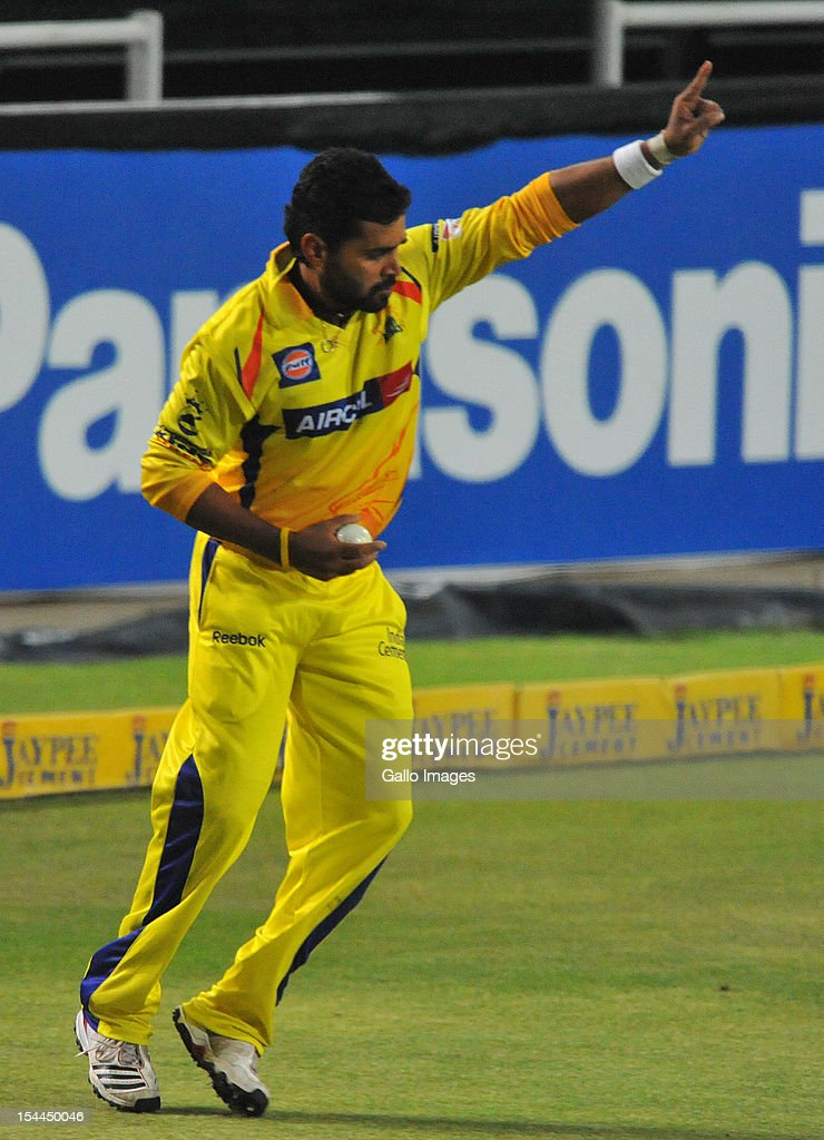 Murali Vijay of CSK holds on to the catch to dismiss Dwayne Smith during the Karbonn Smart CLT20 match between Chennai Super Kings and Mumbai Indians at Bidvest Wanderers Stadium on October 20, 2012 in Johannesburg, South Africa.