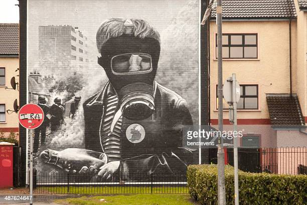 murals in derry - irish republican army stock photos and pictures