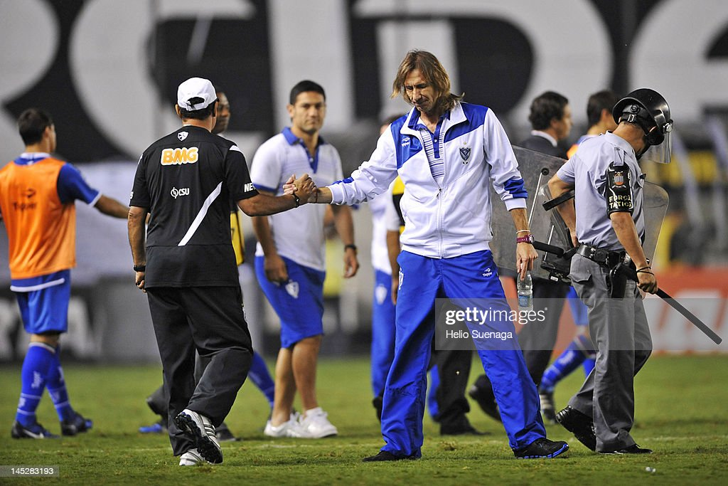 Santos v Velez - Copa Libertadores 2012 : News Photo