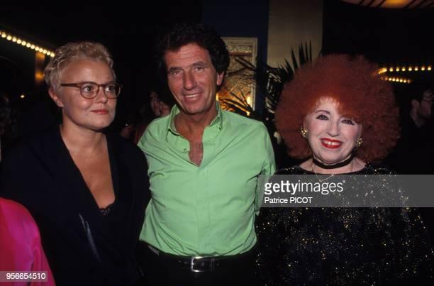 Muriel Robin Jack Lang et Yvette Horner à la générale de 'Fou de Folies' en septembre 1993 à Paris France