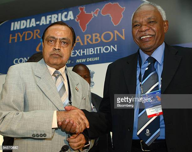 Murli Deora, left, India's minister of petroleum and natural gas, shakes hands with Awad Ahmed AI-Jaz, Sudan's minister for energy and mining, at the...