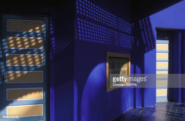 Murs bleus de la villa Majorelle à Marrakech en Décembre 1994 Maroc