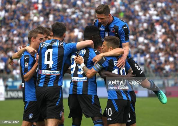 Musa Barrow of Atalanta BC celebrates with his teammates after scoring the opening goal during the serie A match between Atalanta BC and Genoa CFC at...