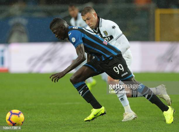 Musa Barrow of Atalanta BC is challenged by Simone Iacoponi of Parma Calcio during the Serie A match between Atalanta BC and Parma Calcio at Stadio...