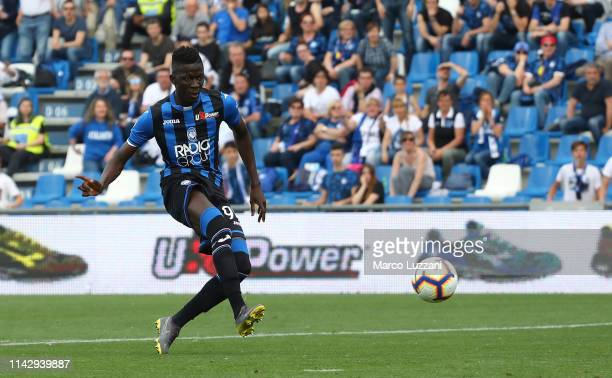 Musa Barrow of Atalanta BC scores the opening goal during the Serie A match between Atalanta BC and Genoa CFC at Mapei Stadium Citta del Tricolore on...