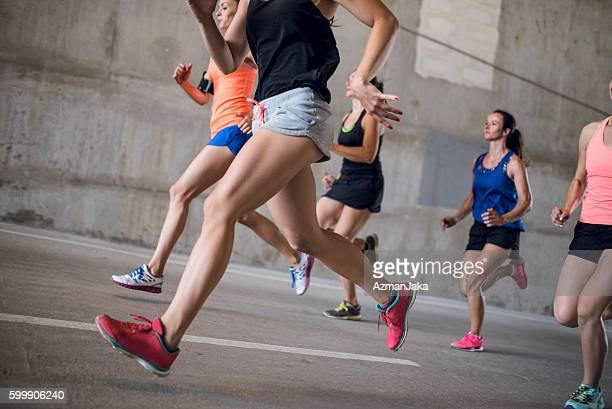 aumente os músculos - corrida esportiva - fotografias e filmes do acervo