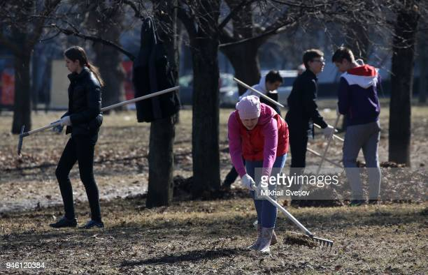 Muscovists attends the subbotnik at Sosenki park in Moscow Russia April 2018 Moscow government called Muscovits to take part in the subbotnik a day...