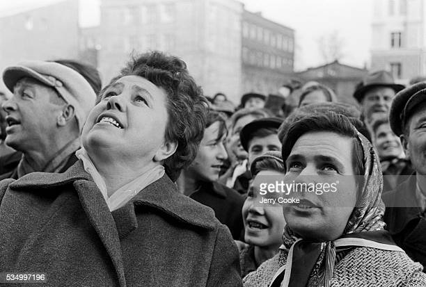 Muscovites gather to watch the news regarding the latest information on the Cuban Missile Crisis.