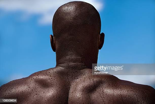 muscular man fotografiadas por detrás. - hombres desnudos fotografías e imágenes de stock