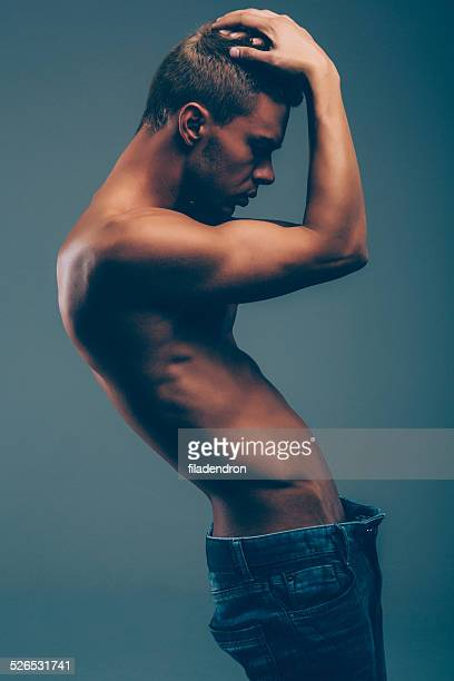 muscular man - naakte man en profiel stockfoto's en -beelden