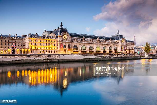 musee d'orsay on the river seine at dawn, paris, france - musee d'orsay stock pictures, royalty-free photos & images