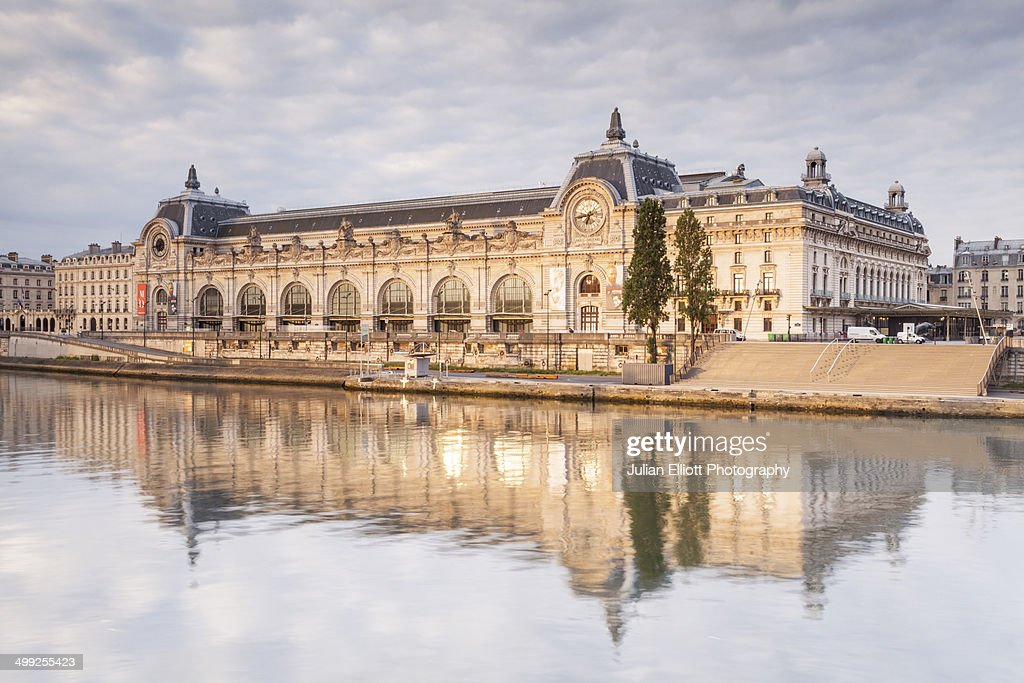 Musee d'Orsay on the River Seine, Paris. : Photo