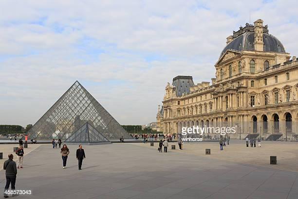 musee du louvre in paris, france - musee du louvre stock pictures, royalty-free photos & images