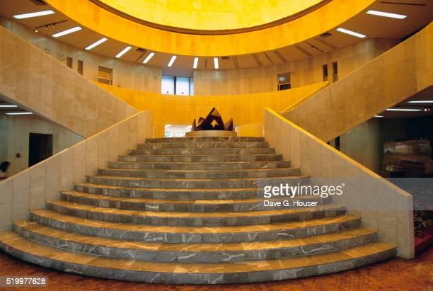 museo de arte moderno staircase - arte ストックフォトと画像