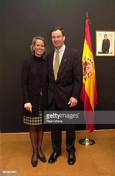 Museo Nacional de Ciencia y Tecnologia Madrid Conferencia del astronauta espanol Miguel ELopezAlegria LopezAlegria con su mujer Daria Miguel E...