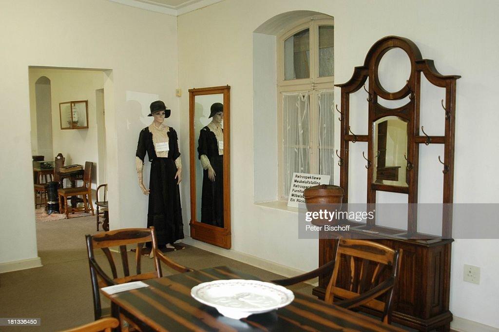 Museum U0027Alte Festeu0027 Windhoek Hauptstadt Von Namibia Afrika ProdNr 109/2006  Schaufensterpuppe Tisch