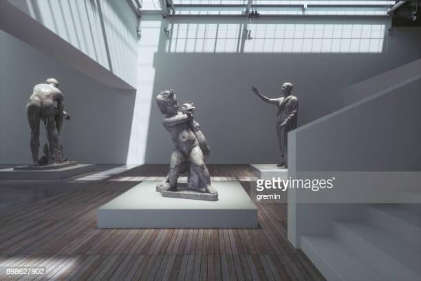 Museumsausstellung mit antiker Skulpturen