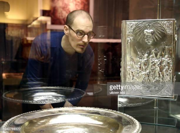 Museum im Schloss NeuAugustusburg / Ausstellung ' Dynastiegewitter August der Starke versus Herzog Christian ' Museumsdirektor Aiko Wulff 40 und ein...