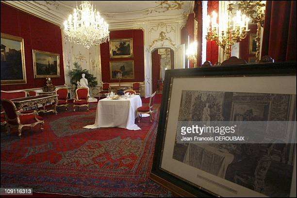 Museum Is Devoted To Empress Sissi In Hofburg Palace On May 1 2004 In Vienna Austria Red Lounge In The Imperial Apartments Of Hofburg Palace Where...