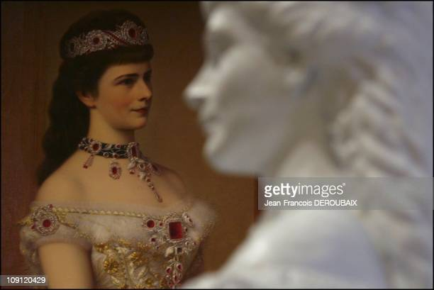 Museum Is Devoted To Empress Sissi In Hofburg Palace On May 1 2004 In Vienna Austria A Painting And A Sculpture Of The Empress