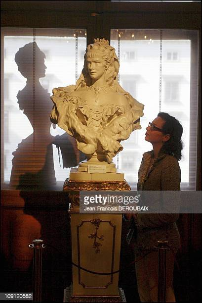 Museum Is Devoted To Empress Sissi In Hofburg Palace On May 1 2004 In Vienna Austria A Bust Of The Empress And Her Figure