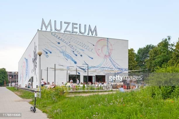 museum of modern art in warsaw - varsóvia imagens e fotografias de stock