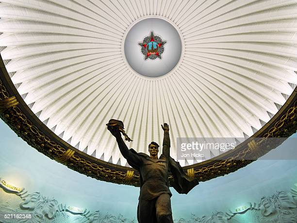 museum of the great patriotic war in park poebedy. - denkmal stock-fotos und bilder