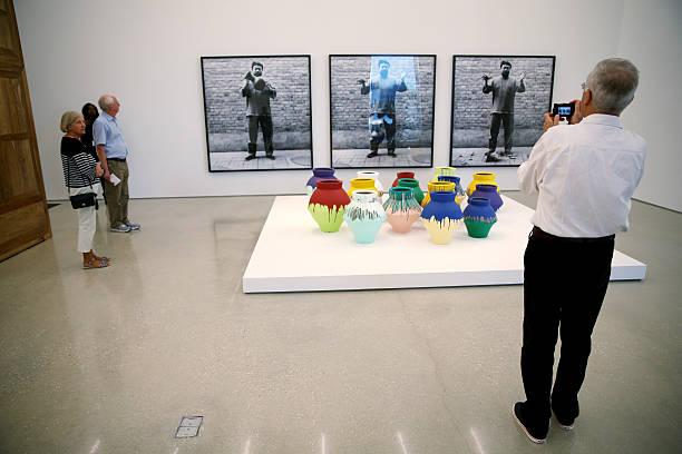 Photos Et Images De Miami Artist Destroys Vase By Chinese Artist Ai