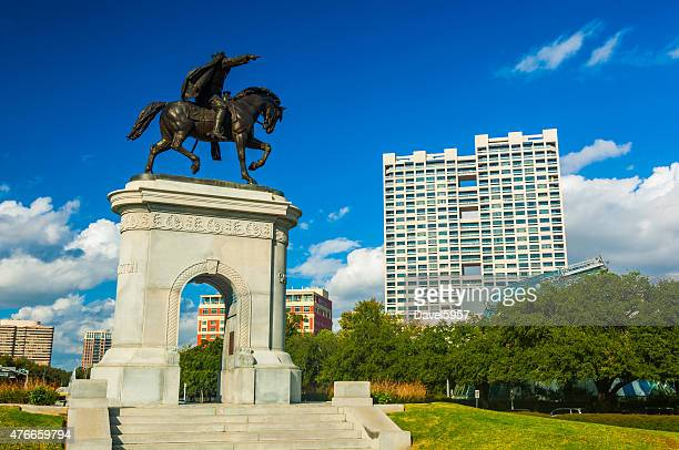 museum square with the sam houston monument and arch - houston stock pictures, royalty-free photos & images
