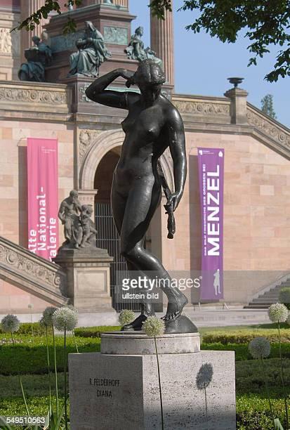 Museumsinsel Skulptur DIANA vor der Alten Nationalgalerie