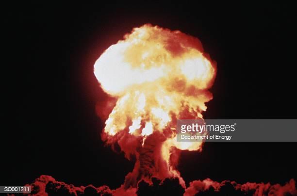 mushroom cloud - bomba nuclear bildbanksfoton och bilder