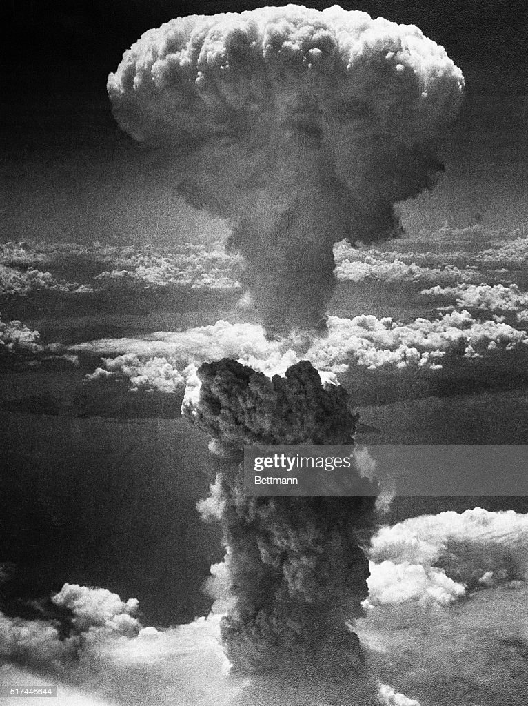 Mushroom Cloud over Nagasaki : Foto jornalística