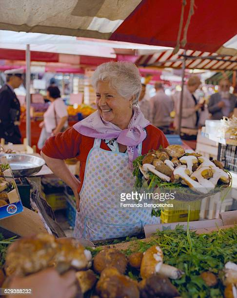 mushroom vendor - fernando bengoechea stock pictures, royalty-free photos & images