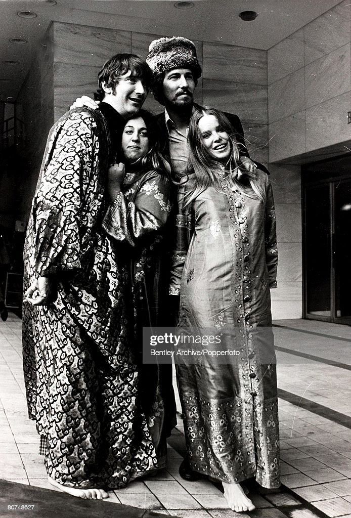 Music American singing group The Mamas and the Papas pictured in London, l-r, Denny Doherty, Cass Elliott, John Philips, Michelle Gilliam. 7th October 1967. : Foto di attualità