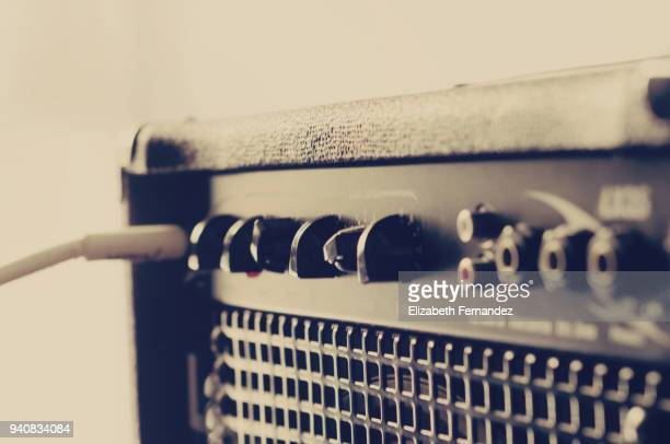 music amplifier with electric guitare and cable - punk music stock pictures, royalty-free photos & images