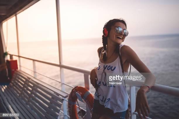 musique et voyage est ce que j'aime - ferry photos et images de collection