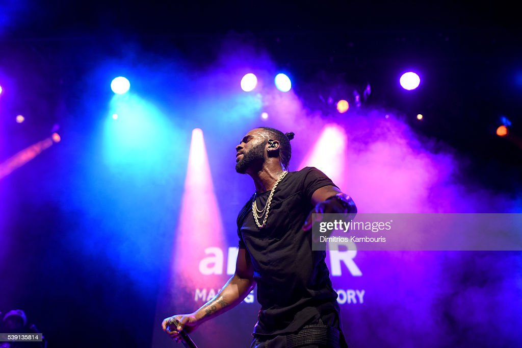 Music artist Jason Derulo performs onstage during the 7th Annual amfAR Inspiration Gala at Skylight at Moynihan Station on June 9, 2016 in New York City.