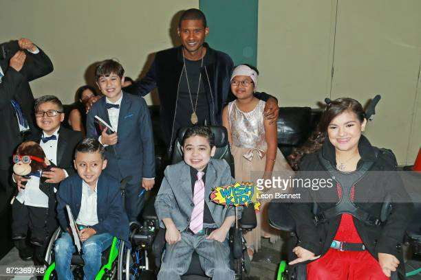Music artist Usher and the Make a Wish kids attends the MakeAWish Greater Los Angeles 2017 Wish Gala at Hollywood Palladium on November 9 2017 in Los...