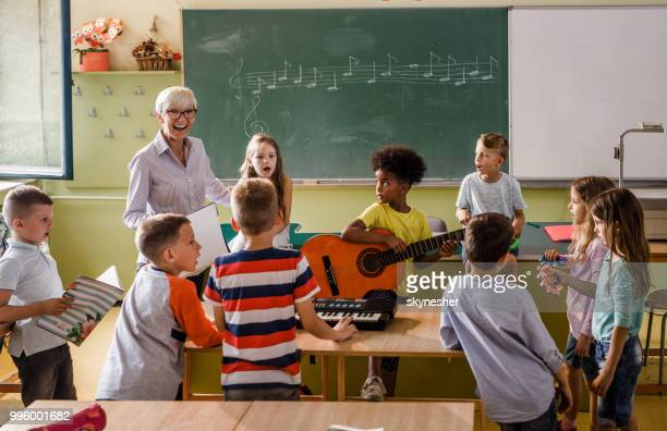 music class at elementary school! - music stock pictures, royalty-free photos & images