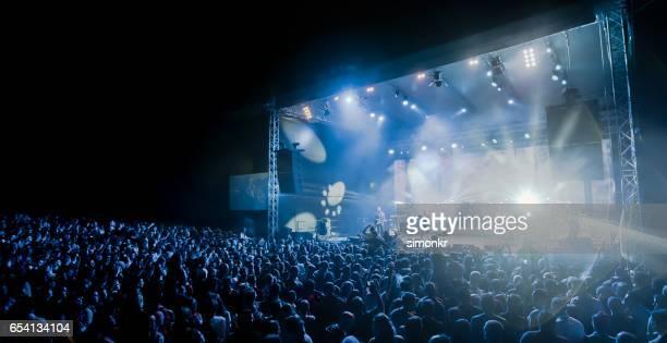 concerto de música  - cantora - fotografias e filmes do acervo