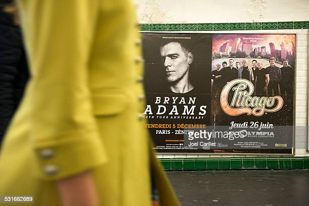 music concerts for bryan adams and chicago in paris - 80s rock music stock photos and pictures
