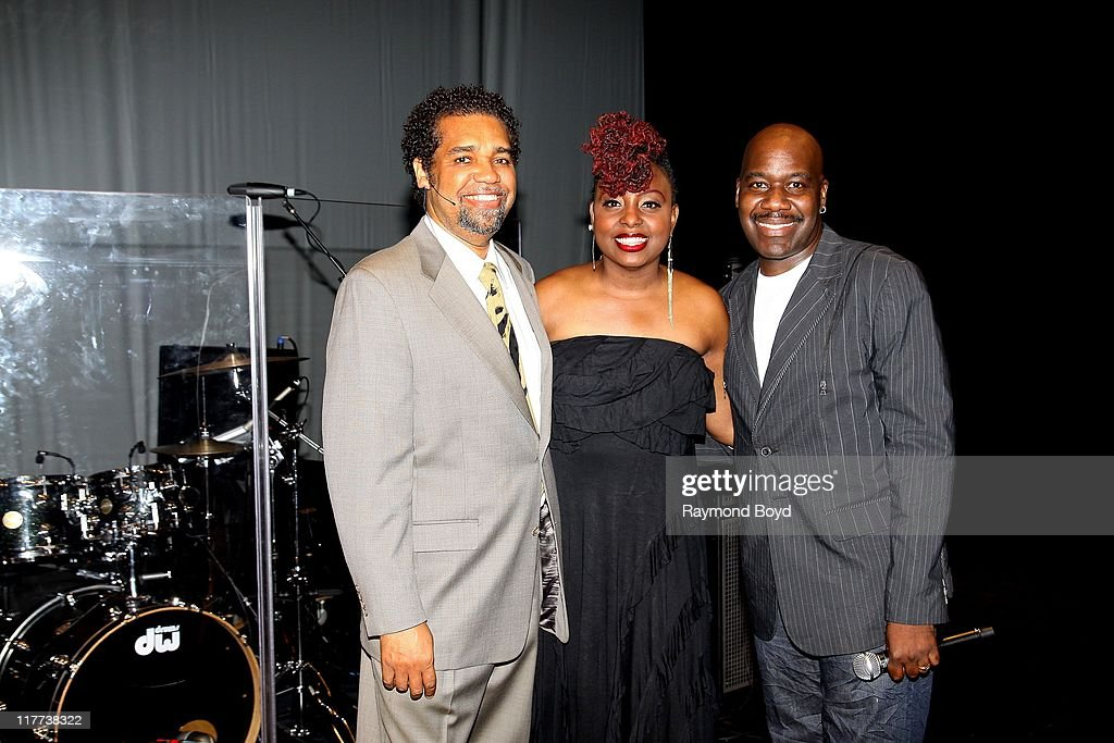 music-experience-owner-and-host-dedry-jones-singers-ledisi-and-will-picture-id117738322?k=6&m=117738322&s=612x612&w=0&h=dH0V-fFQtmq6xxC5xs7Qb3JBoyfUr5DBEXIxcgLXoDM=