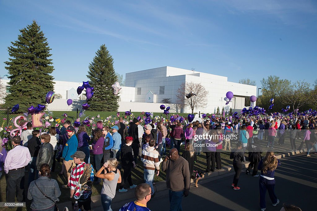 Minneapolis Area Mourns Death Of Native Son Prince : ニュース写真