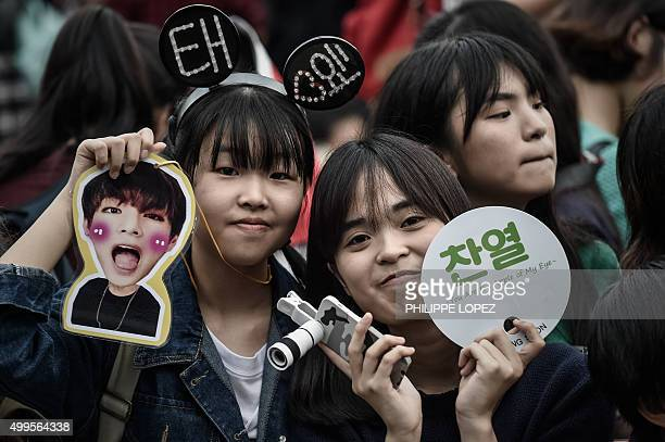 Music fans wait at the red carpet of the 2015 Mnet Asian Music Awards the leading Kpop awards ceremony in Hong Kong on December 2 2015 AFP PHOTO /...