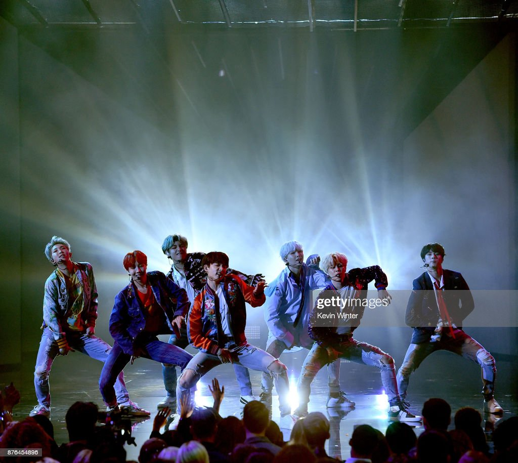 2017 American Music Awards - Show : News Photo