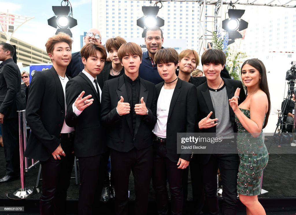 """SiriusXM's """"Hits 1 in Hollywood"""" Broadcasts From the Red Carpet Leading Up to The Billboard Music Awards at the T-Mobile Arena : News Photo"""