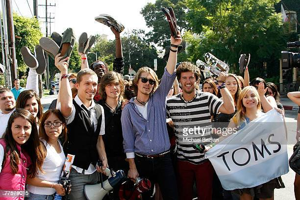 7e05979292f Music group Hanson and Blake Mycoskie founder of TOMS Shoes pose with the  crowd at the