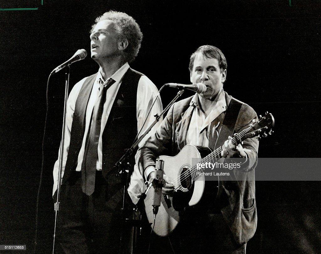 Music Group: Simon and Garfunkle... : News Photo