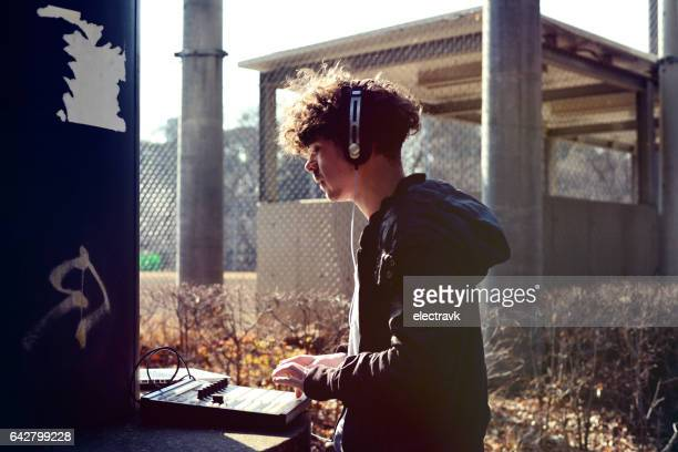 music lover - street artist stock photos and pictures